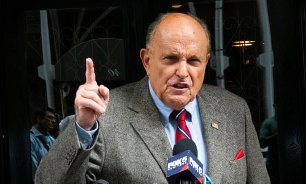 The rules of public grooming: Rudy Giuliani shaves in a restaurant. Should you?